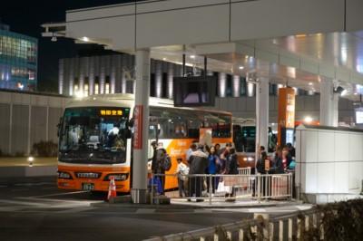 夜の高速バスターミナルは忙しい_f0055131_9312773.jpg