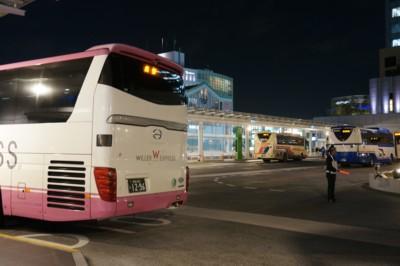夜の高速バスターミナルは忙しい_f0055131_9315019.jpg