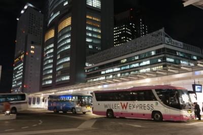 夜の高速バスターミナルは忙しい_f0055131_9321511.jpg