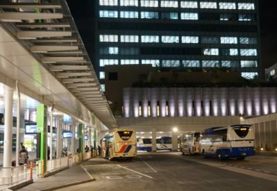 夜の高速バスターミナルは忙しい_f0055131_932295.jpg