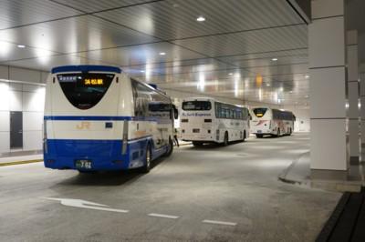 夜の高速バスターミナルは忙しい_f0055131_933031.jpg