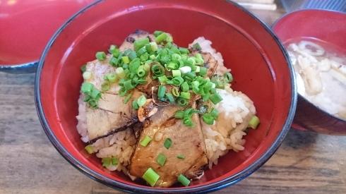 炙り焼豚丼_a0359239_20000565.jpg