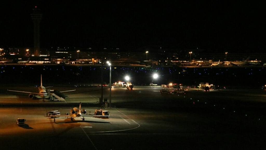 夜の羽田空港_d0202264_18063367.jpg