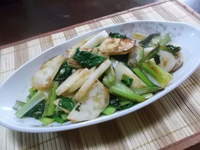 里芋といかの煮物&焼きかぶと小松菜のポン酢炒め_f0019498_8552645.jpg