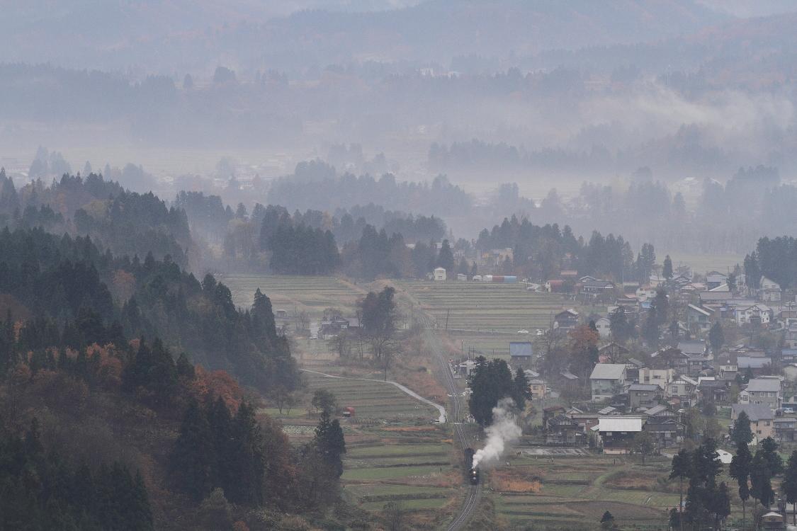 盆地に雲なびく - 2016年晩秋・飯山線 -_b0190710_156547.jpg