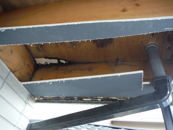 塗り替えとバルコニー補修 ~ 雨漏り確認と対応。_d0165368_07334764.jpg