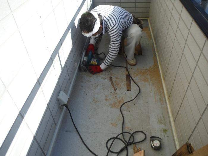 塗り替えとバルコニー補修 ~ 雨漏り確認と対応。_d0165368_07341213.jpg