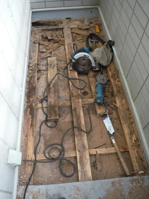 塗り替えとバルコニー補修 ~ 雨漏り確認と対応。_d0165368_07343626.jpg