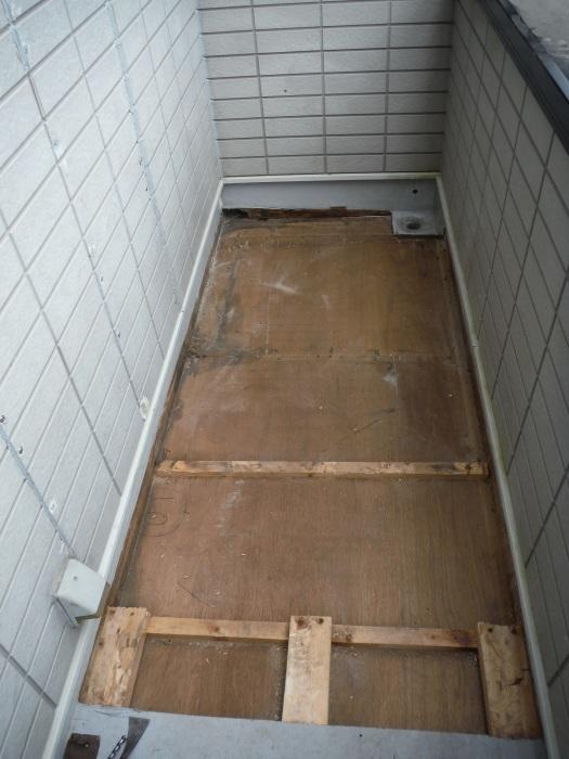 塗り替えとバルコニー補修 ~ 雨漏り確認と対応。_d0165368_07345499.jpg