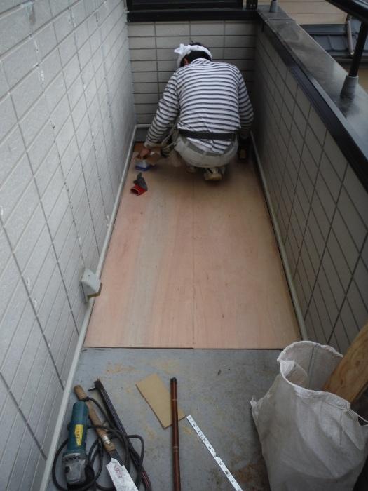 塗り替えとバルコニー補修 ~ 雨漏り確認と対応。_d0165368_07352215.jpg