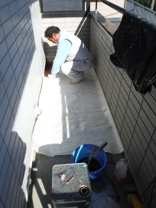 塗り替えとバルコニー補修 ~防水工事 _d0165368_08051792.jpg