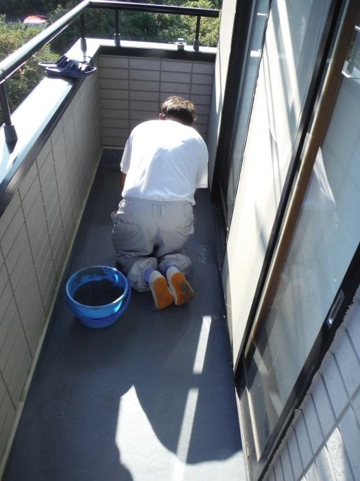 塗り替えとバルコニー補修 ~防水工事 _d0165368_08062041.jpg