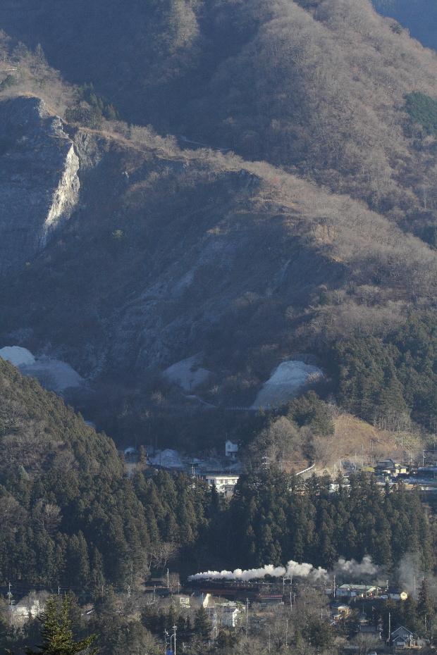 岩壁の下の白煙 - 2016年冬・秩父 -  _b0190710_23444315.jpg