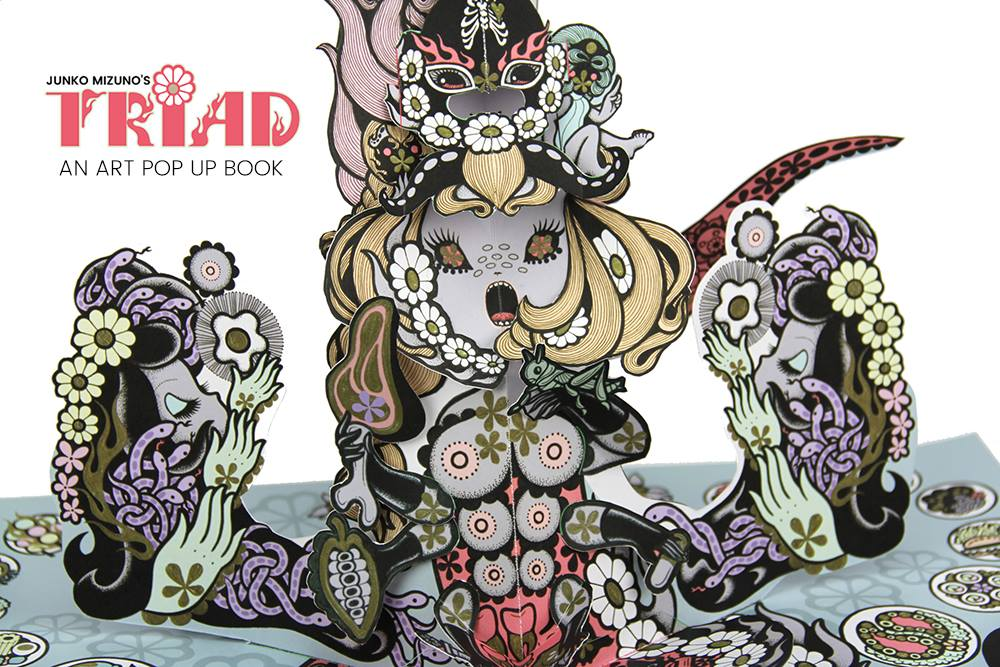 「TRIAD」ポップアップブック、日本国内予約開始です!_f0126648_12255383.jpg