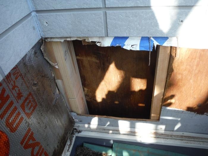 塗り替えとバルコニー補修 ~壁中の雨漏り状況。_d0165368_05251385.jpg