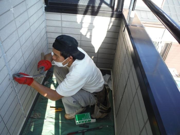 塗り替えとバルコニー補修 ~壁中の雨漏り状況。_d0165368_05254675.jpg
