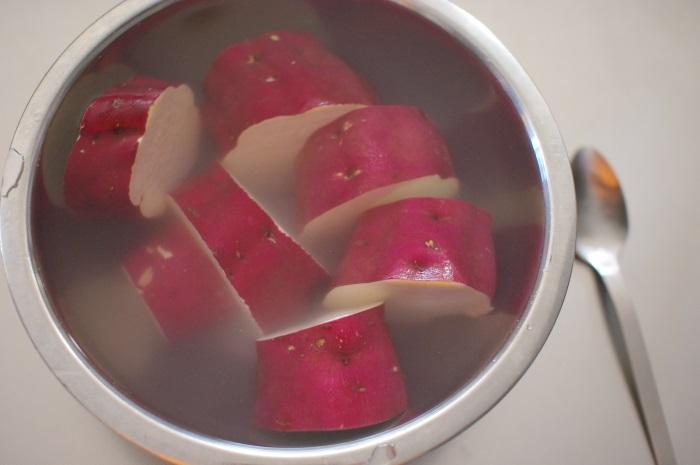 土鍋でふかし芋(大きなサツマイモ)_c0110869_12535883.jpg