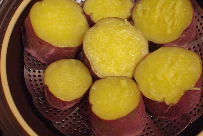 土鍋でふかし芋(大きなサツマイモ)_c0110869_1254676.jpg