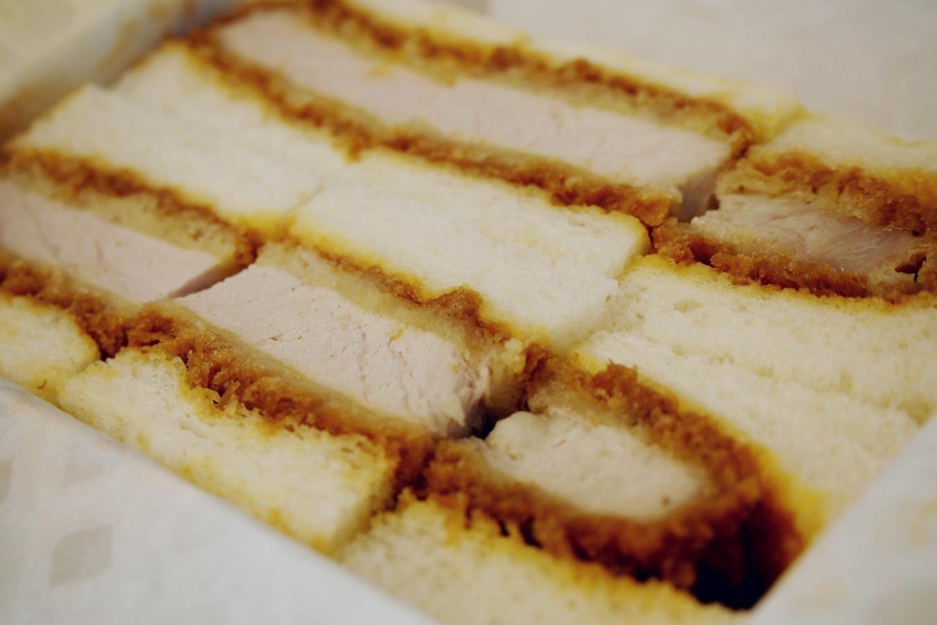 【食べ比べ】東京駅で買えるカツサンド 私的な4撰_b0008655_10414917.jpg