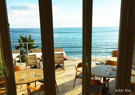 a restaurant with a view  海辺のレストラン_e0253364_10472343.jpg