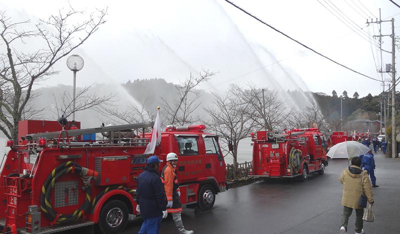 消防団の新年一斉放水_b0114798_15475213.jpg
