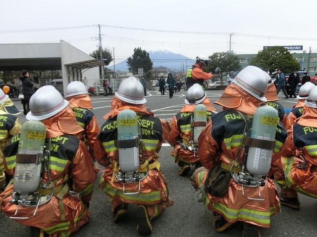 消防5分団によるポンプ車操法披露  鼻水が止まらない寒さの中の2017出初式_f0141310_8355349.jpg