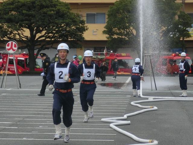 消防5分団によるポンプ車操法披露  鼻水が止まらない寒さの中の2017出初式_f0141310_8384880.jpg