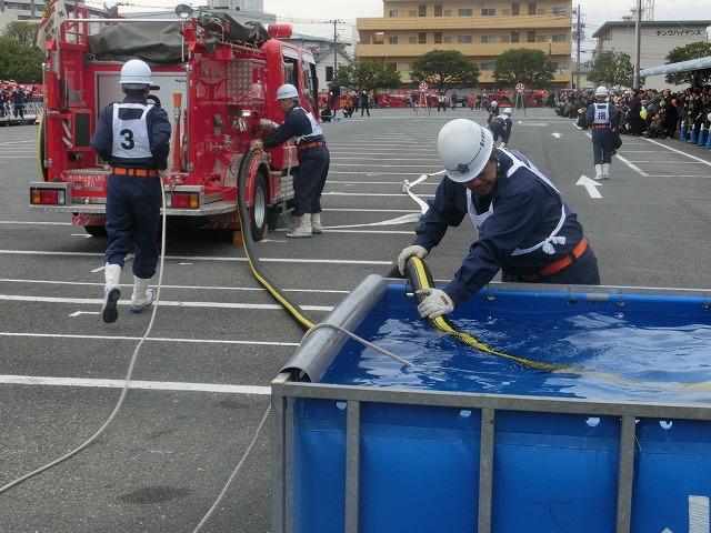 消防5分団によるポンプ車操法披露  鼻水が止まらない寒さの中の2017出初式_f0141310_838895.jpg