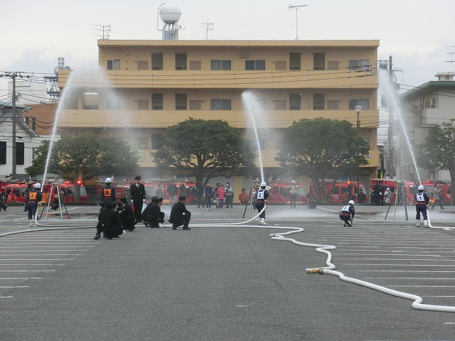 消防5分団によるポンプ車操法披露  鼻水が止まらない寒さの中の2017出初式_f0141310_8401322.jpg