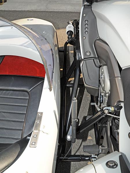 BMW K1600GT + ABEZ X(クロス)サイドカー_e0218639_16220252.jpg