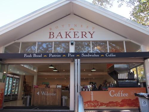 美味しいコーヒーと合わせて♪ロットネスト島のパン屋さん_c0351060_22564044.jpg