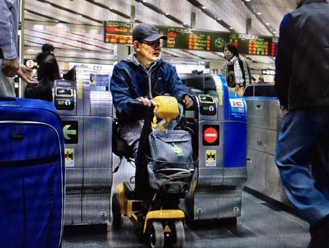 ハンドル形電動車椅子、乗車制限  鉄道、厳しい基準 東京五輪で国交省見直しへ_c0167961_4321386.jpg