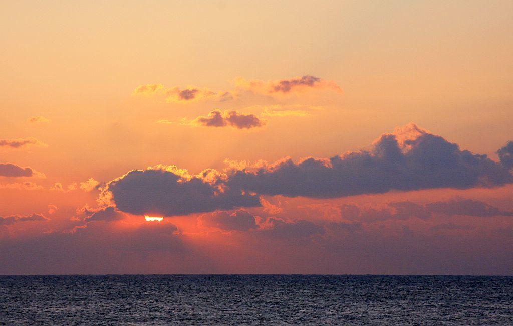 早朝の海_e0220163_07480876.jpg