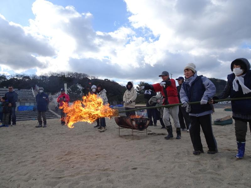 寒風の中「とんど」は燃えた!・・・せんなん里海公園  by  (TATE-misaki)_c0108460_21260551.jpg