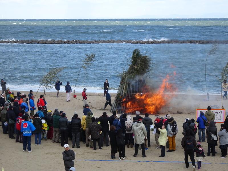 寒風の中「とんど」は燃えた!・・・せんなん里海公園  by  (TATE-misaki)_c0108460_21275020.jpg