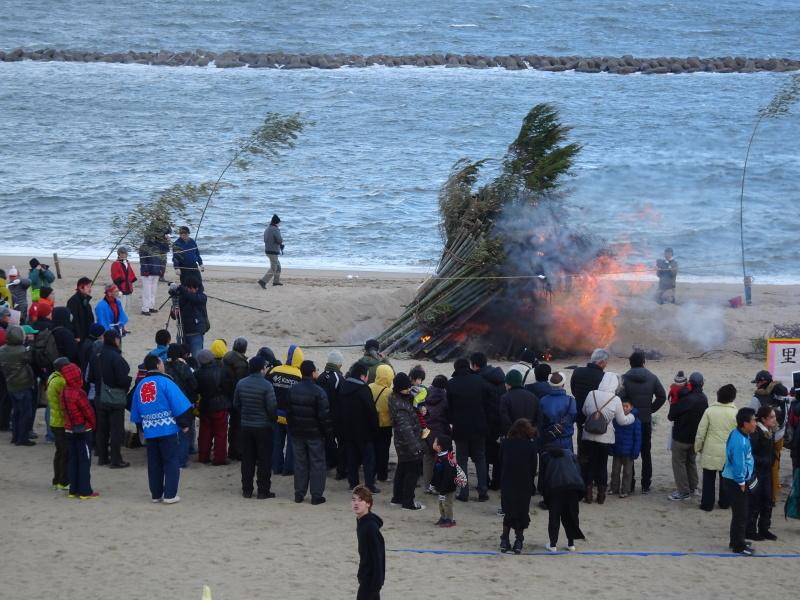 寒風の中「とんど」は燃えた!・・・せんなん里海公園  by  (TATE-misaki)_c0108460_21282936.jpg