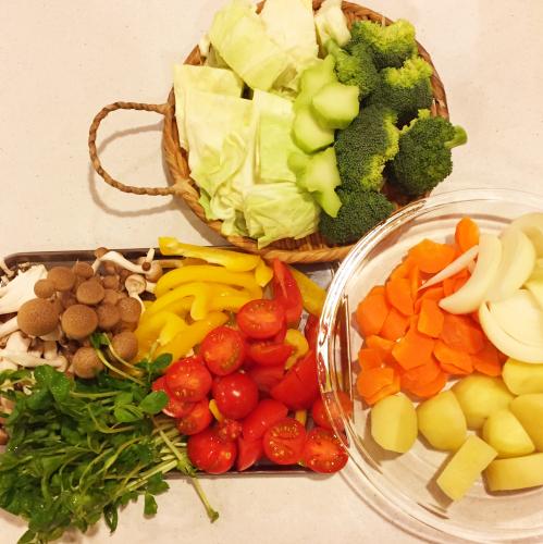 寒い日の晩ごはんは「ストウブ」でトマト海鮮鍋〜!!_e0348257_07055676.jpg