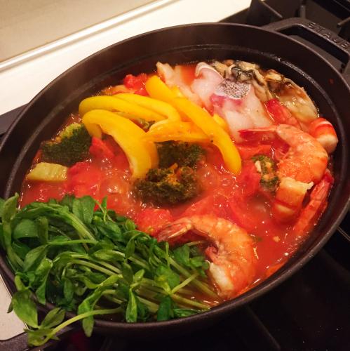 寒い日の晩ごはんは「ストウブ」でトマト海鮮鍋〜!!_e0348257_07101048.jpg