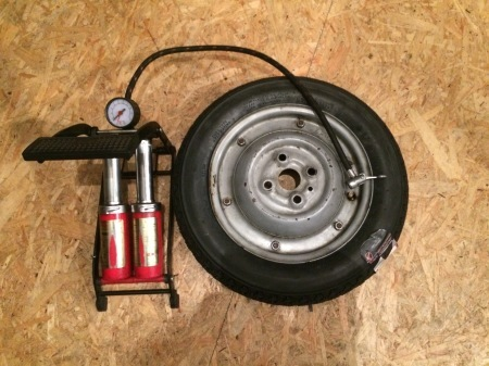 Tire Change【Vespa】_c0217759_21534000.jpg