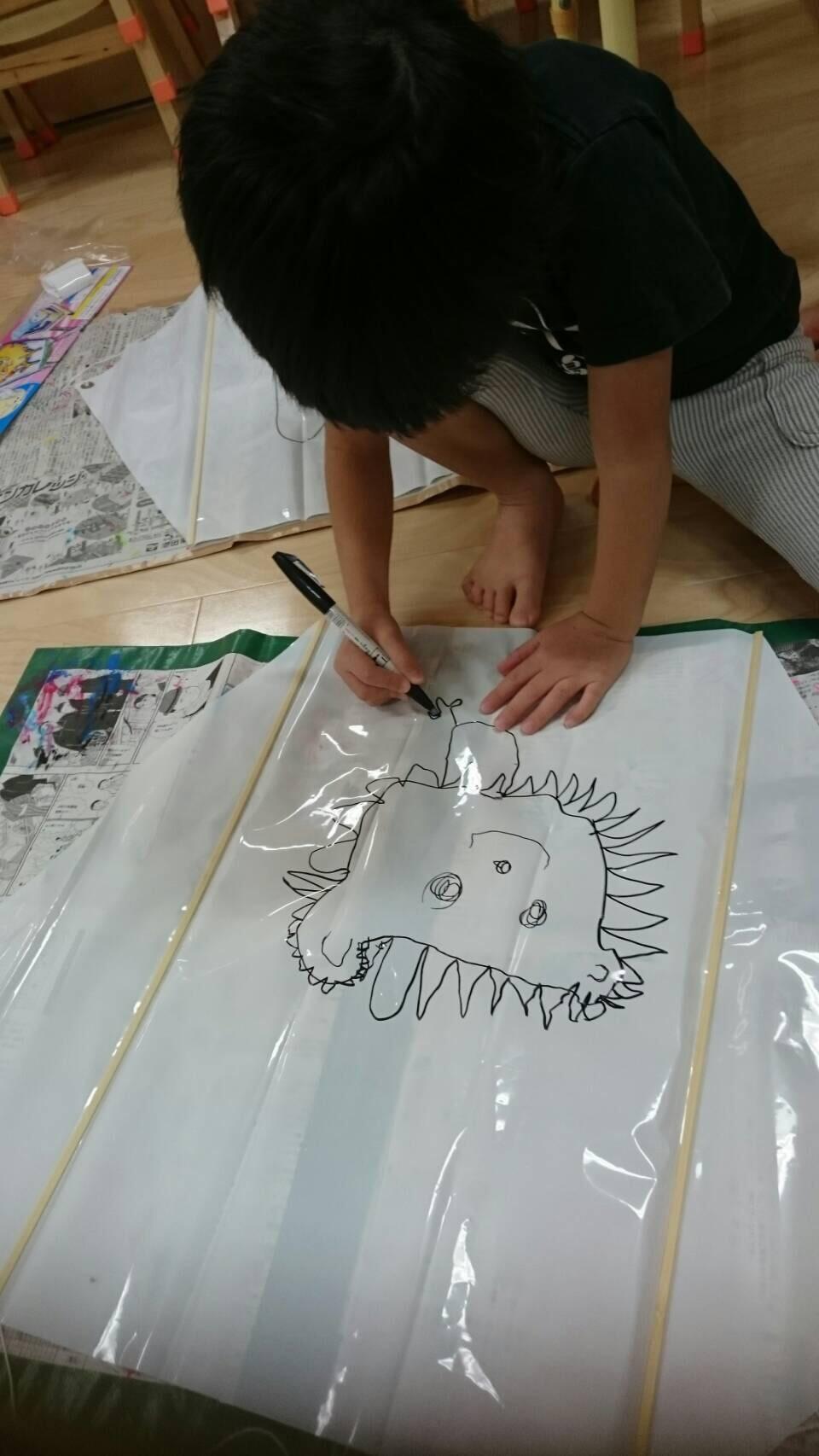 4歳児らいおん組  凧上げしたよ。_c0151262_13041328.jpg