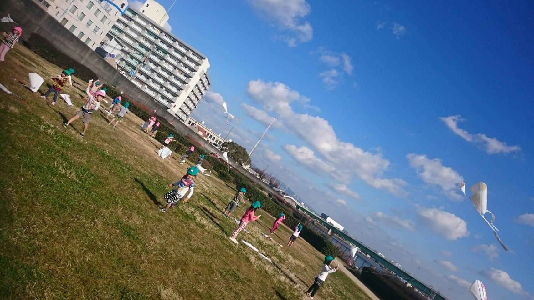 4歳児らいおん組  凧上げしたよ。_c0151262_13063695.jpg