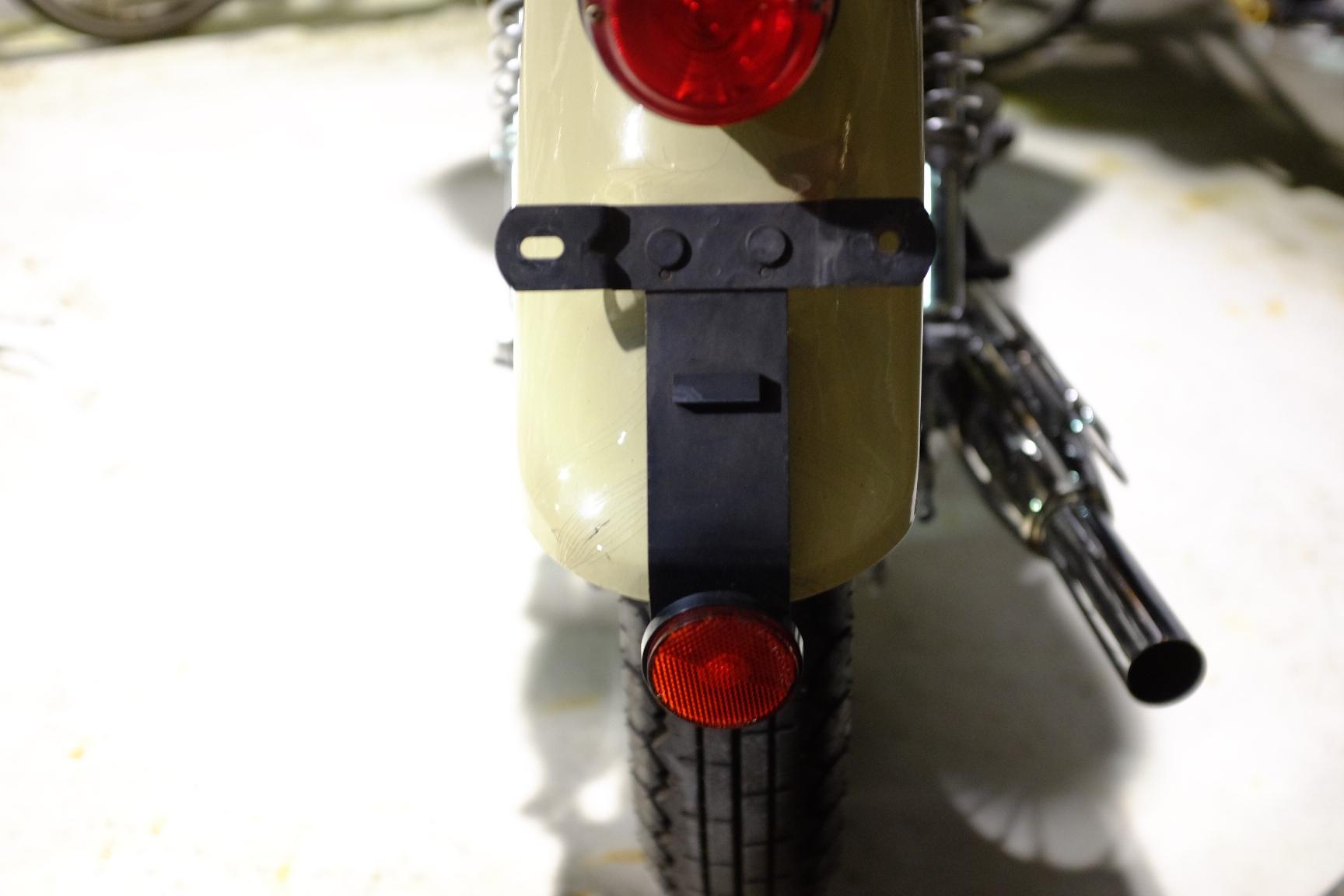 ナンバープレートホルダーの設置_d0233770_21265143.jpg