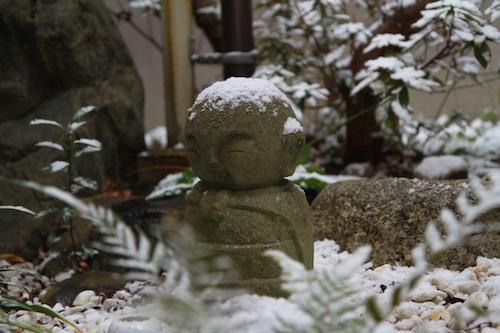 新しき 年の始の 初春の 今日降る雪の いや重(し)け吉事_d0335577_08185683.jpg