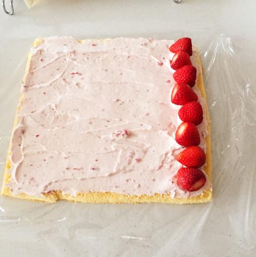 初心者のための覚書。イチゴふわふわロールケーキは、結局これがわかりやすいです!_e0348257_22200943.jpg
