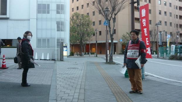 1月17日、岡山駅東口で本部情報と2・12中四国国鉄闘争集会ビラを配りました_d0155415_11091664.jpg
