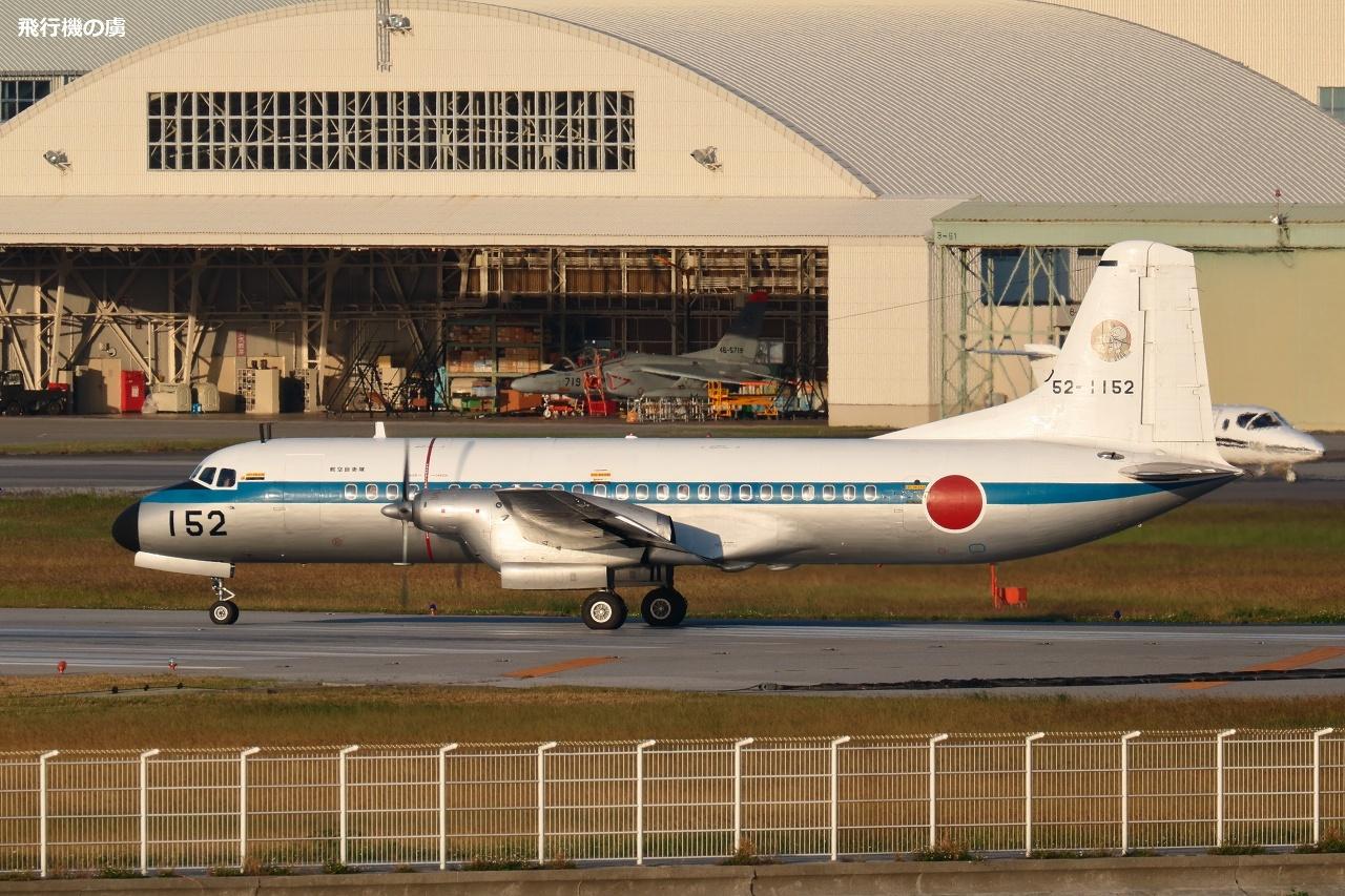 白色基調  YS-11  航空自衛隊_b0313338_21052805.jpg