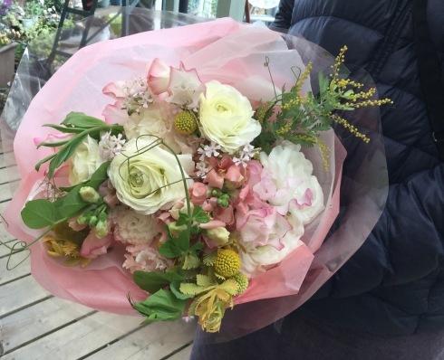 旦那様は外国人・・・毎年、奥さんの誕生日に花束・・_b0137969_22354041.jpg