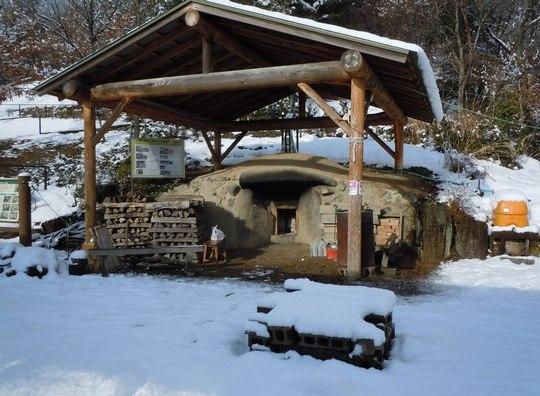 雪の中を炭焼きへと向かう_b0102572_2142321.jpg