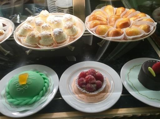 冬のイタリア旅 ④…ミラノでお菓子を召し上がれ_b0210699_08260067.jpeg