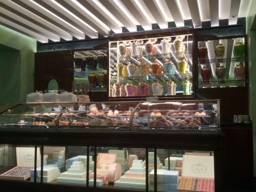 冬のイタリア旅 ④…ミラノでお菓子を召し上がれ_b0210699_08353399.jpeg